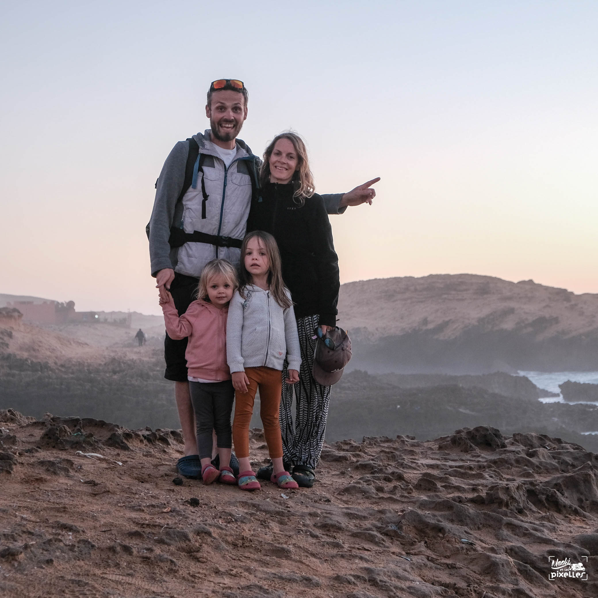 Photo de famille au bord de l'océan