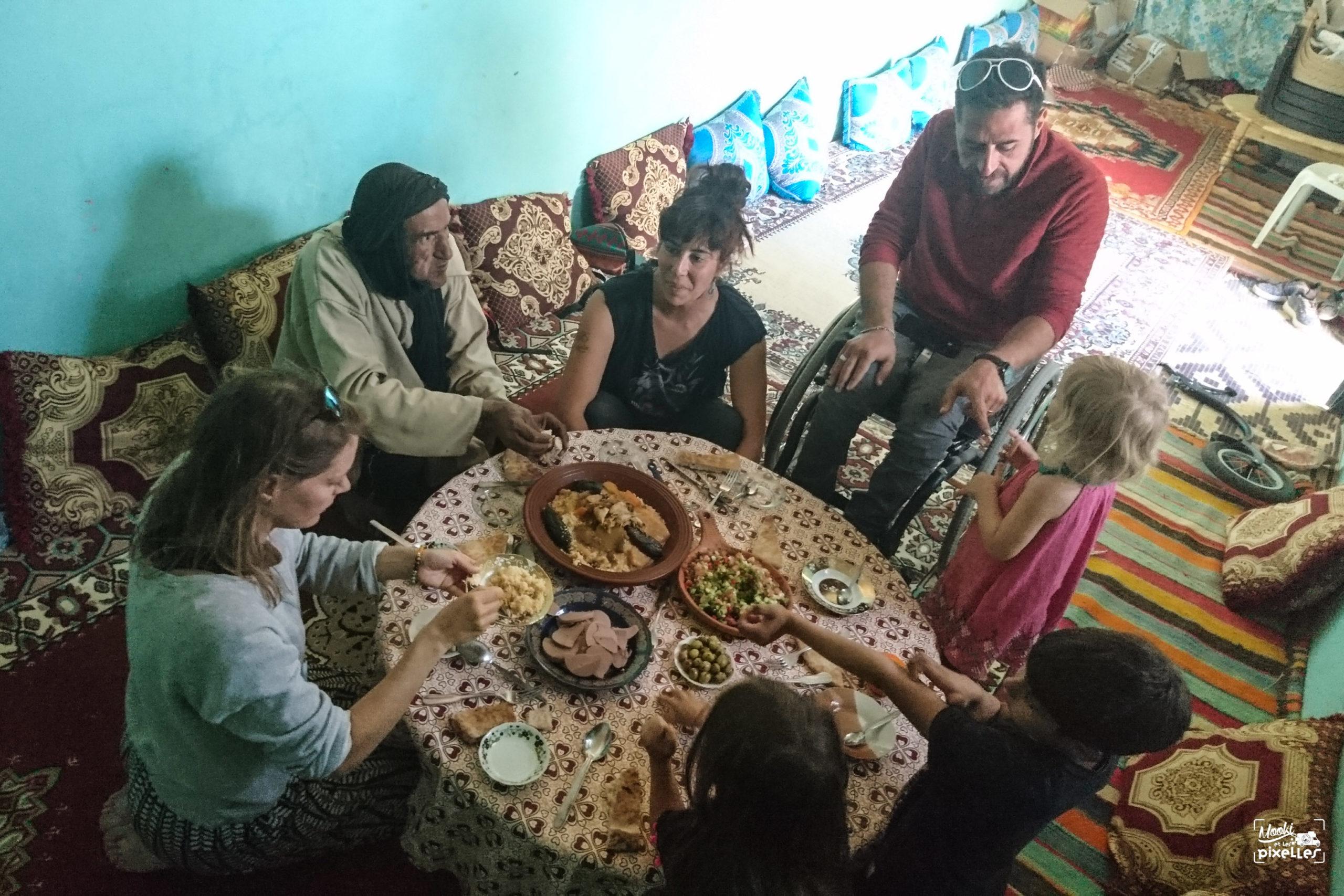 Couscous partagé en famille au Maroc