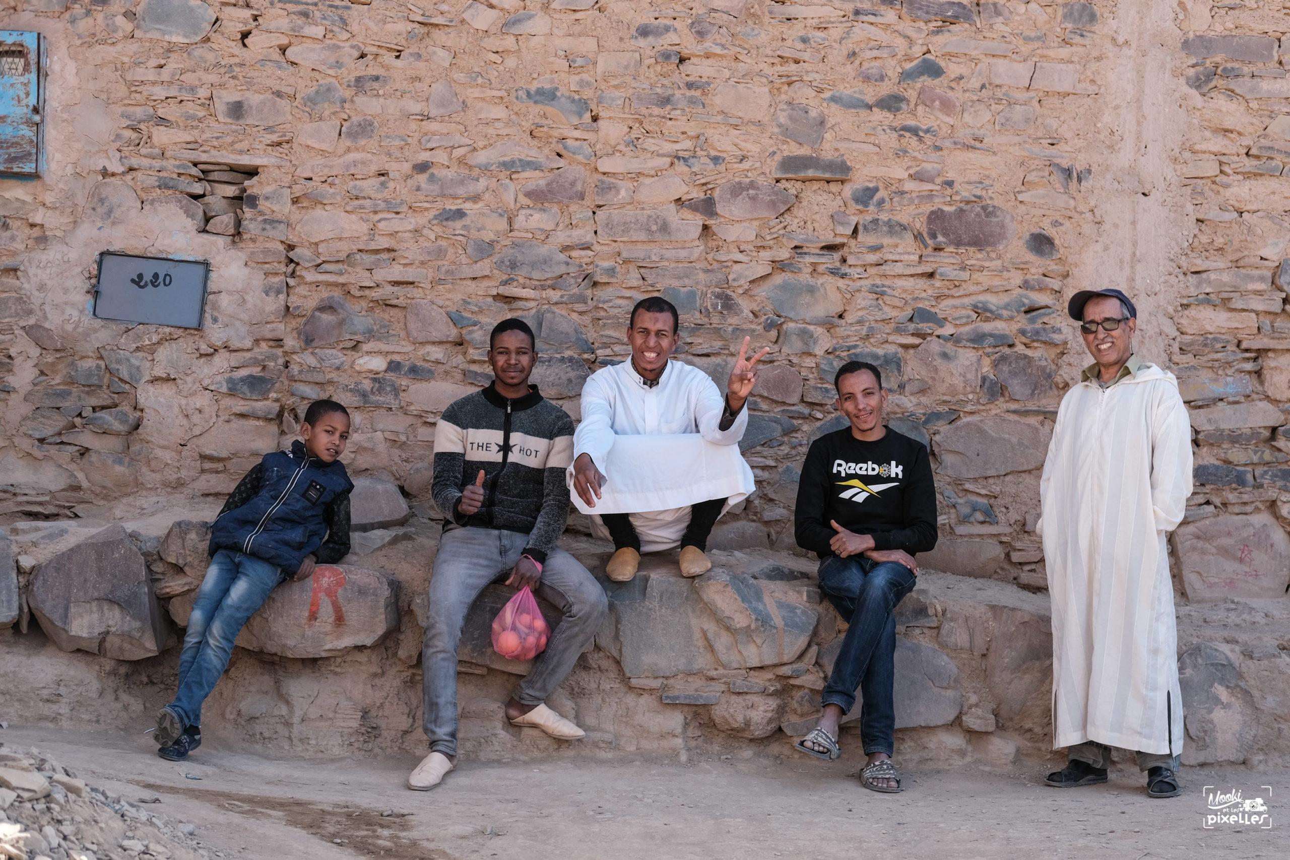 Groupe d'amis au Maroc