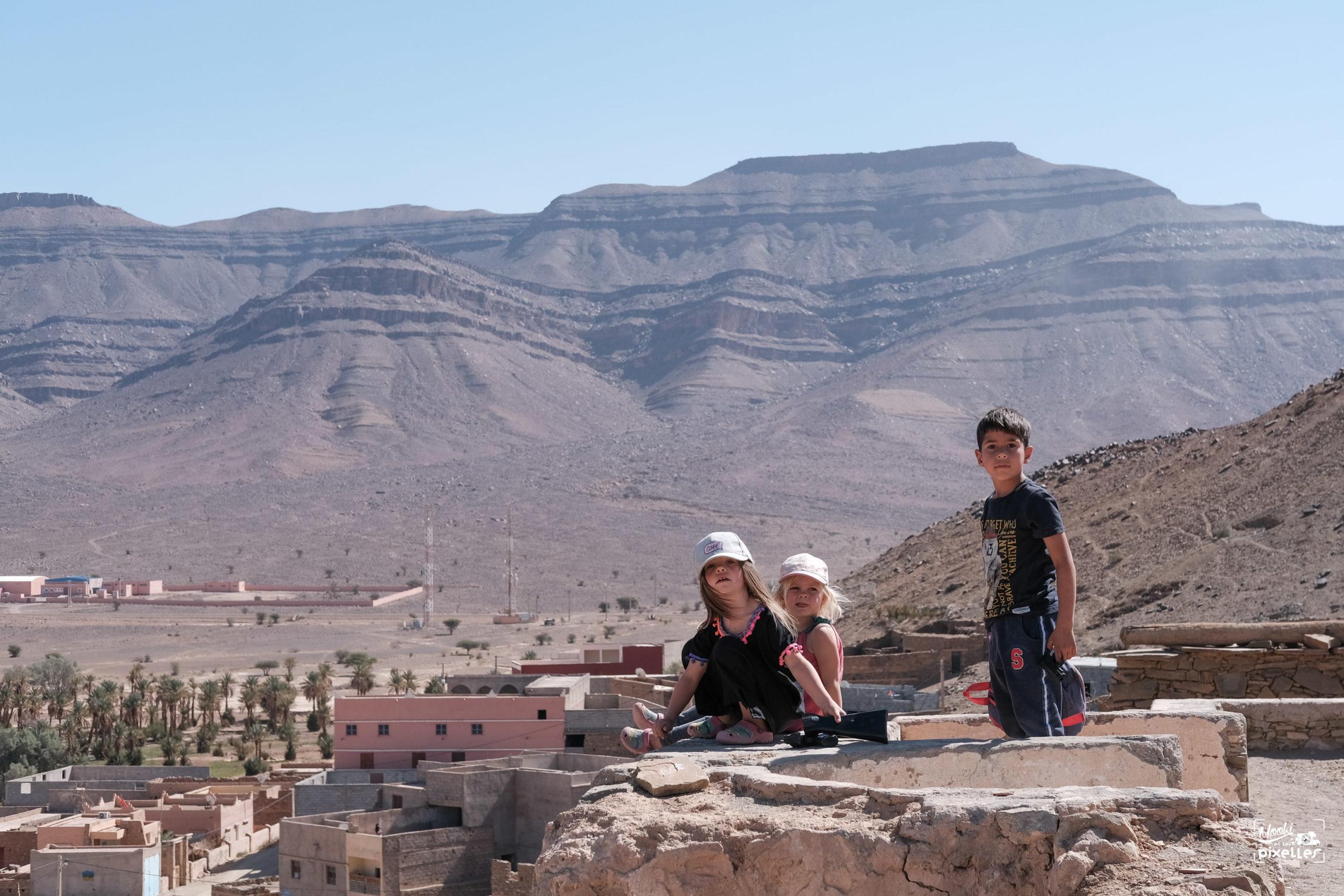 enfants qui jouent au Maroc