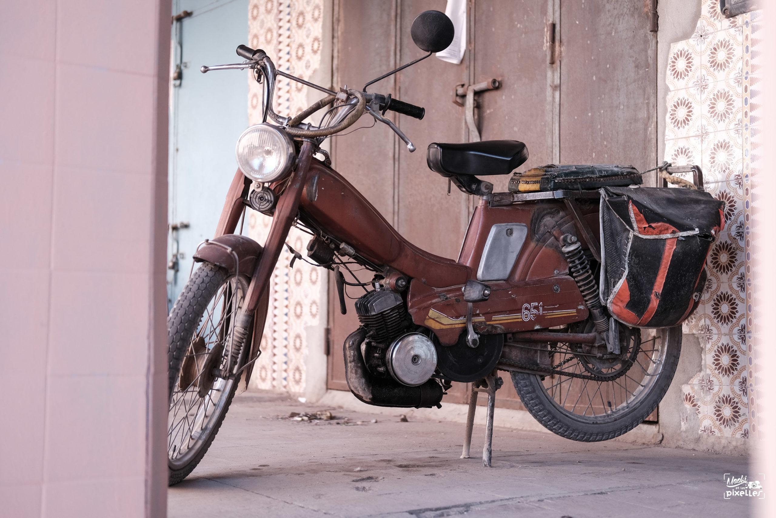 Mobylette Motobécane 651 à Tata au Maroc