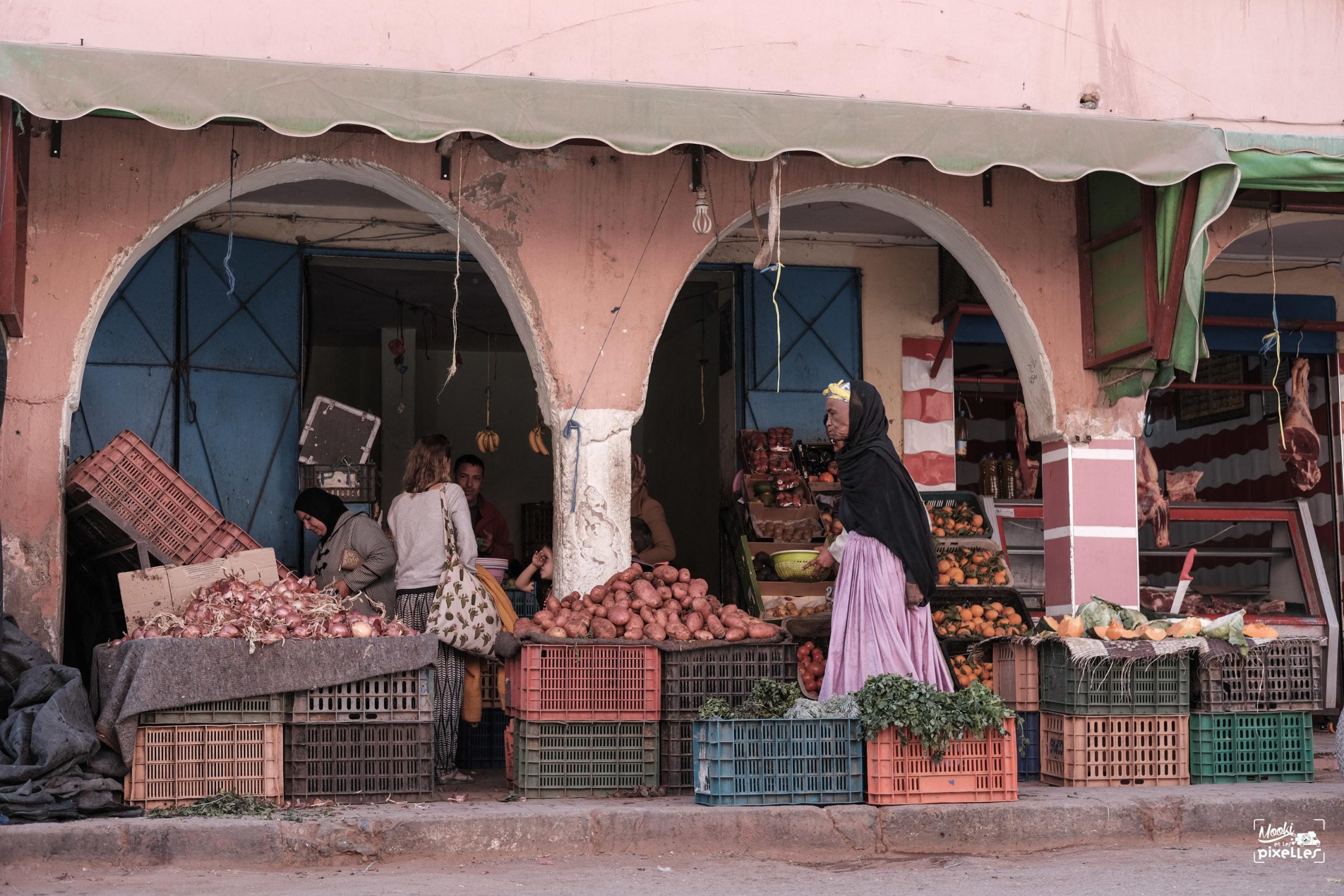 Etale de fruits et légumes dans la ville de Tata au Maroc
