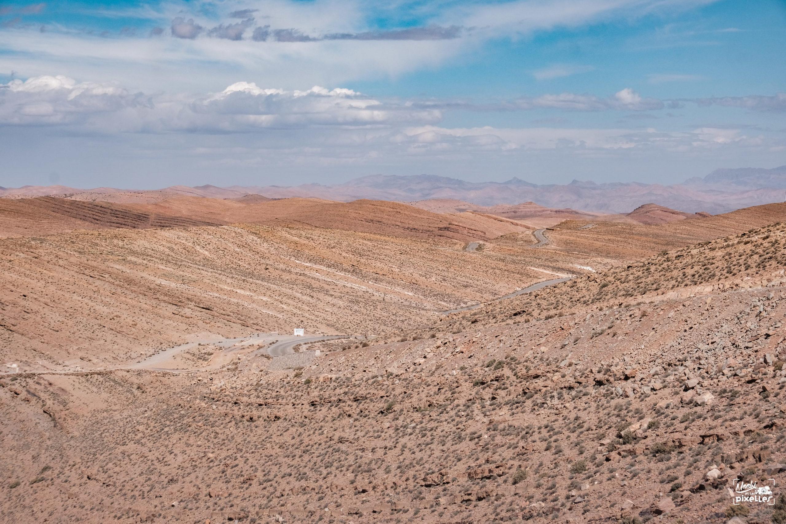 Une magnifique route de montagne au Maroc