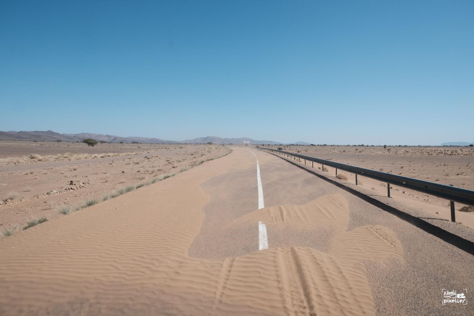 Route désertique au maroc