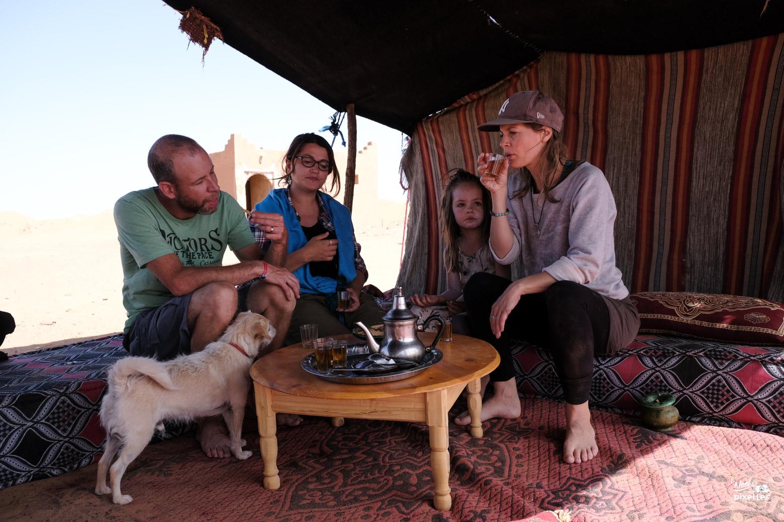 Dégustation du thé à M'hamid au Maroc