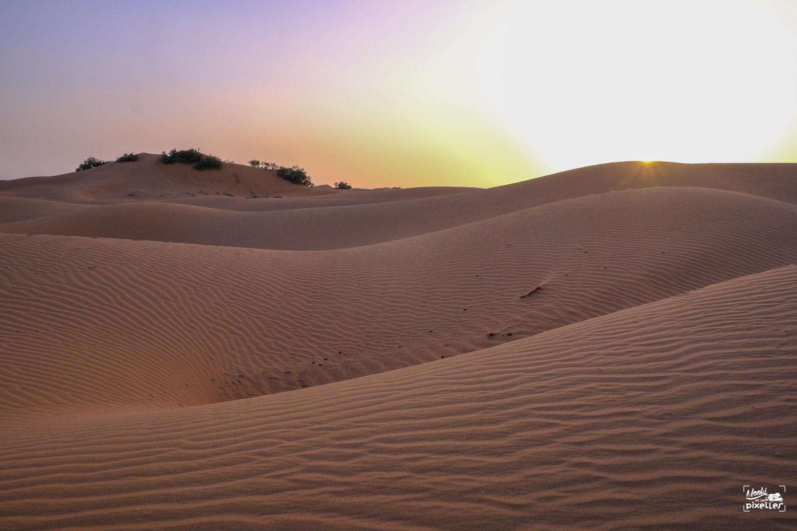 Lever de soleil sur les dunes au Maroc