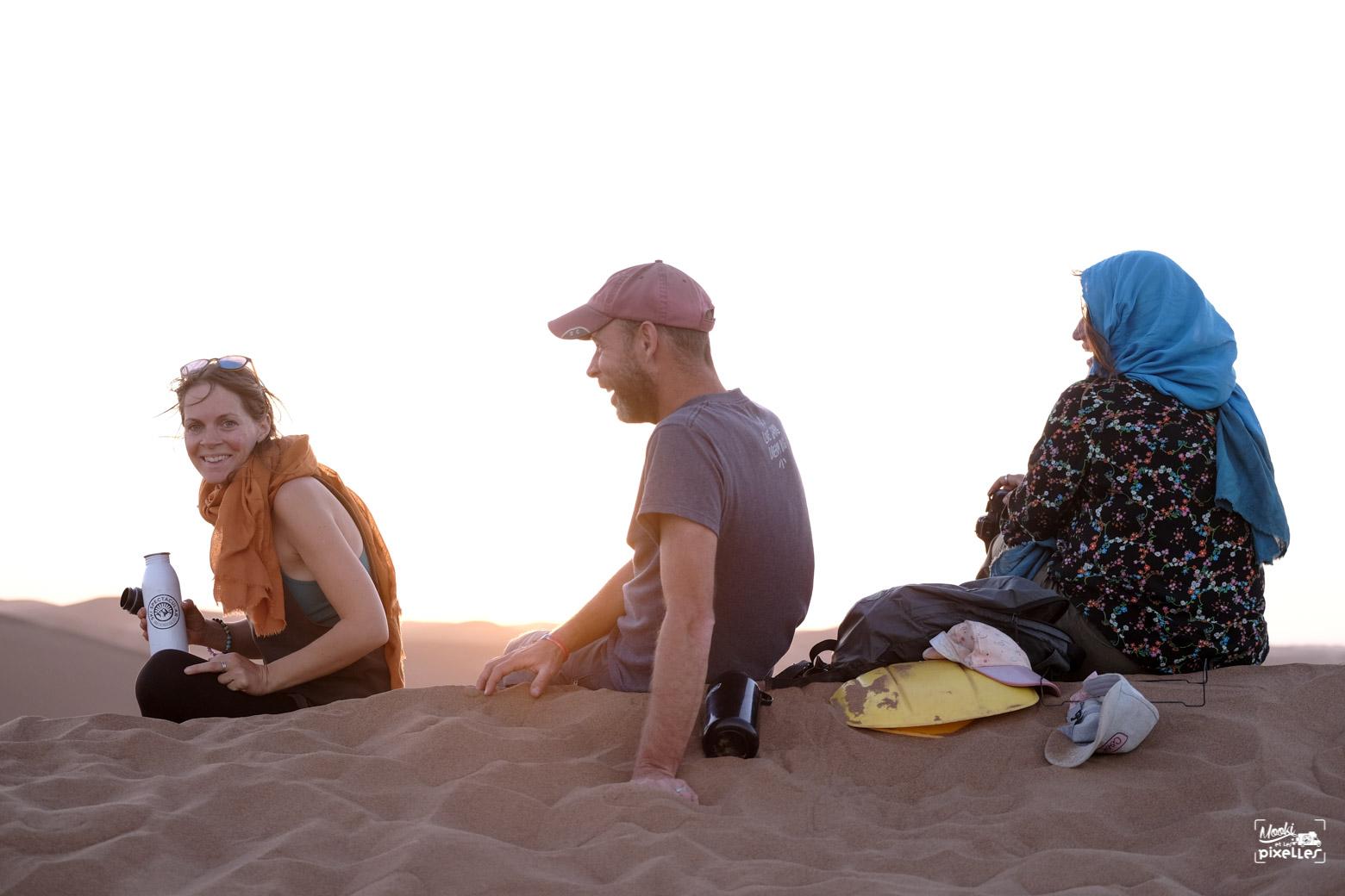 Les amis au milieu du désert