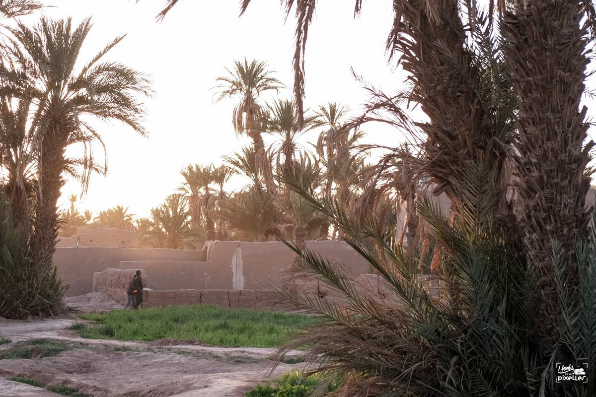 Les belles lueurs du soir dans le Ksar de Mhamid au Maroc