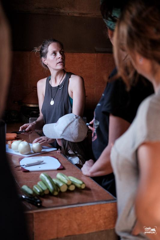 Cours de cuisine improvisé au Maroc