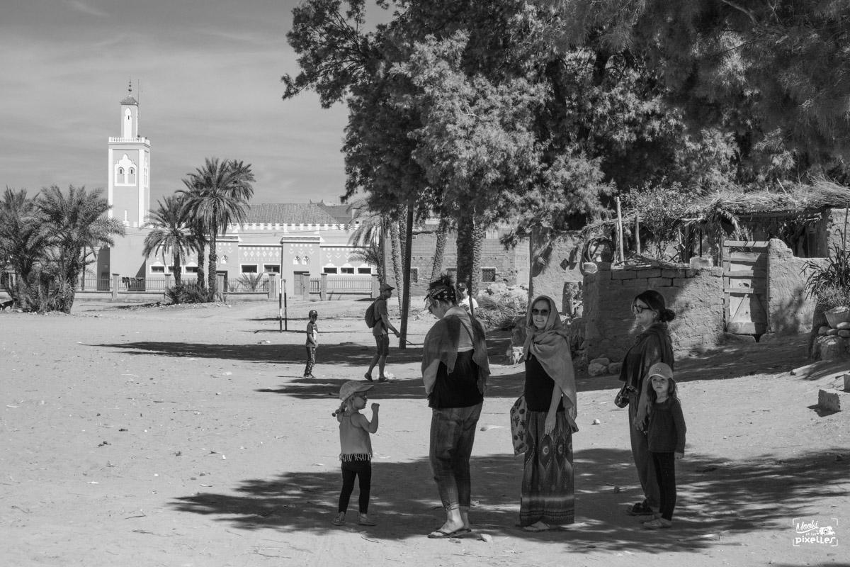 Des amis en promenade au Maroc