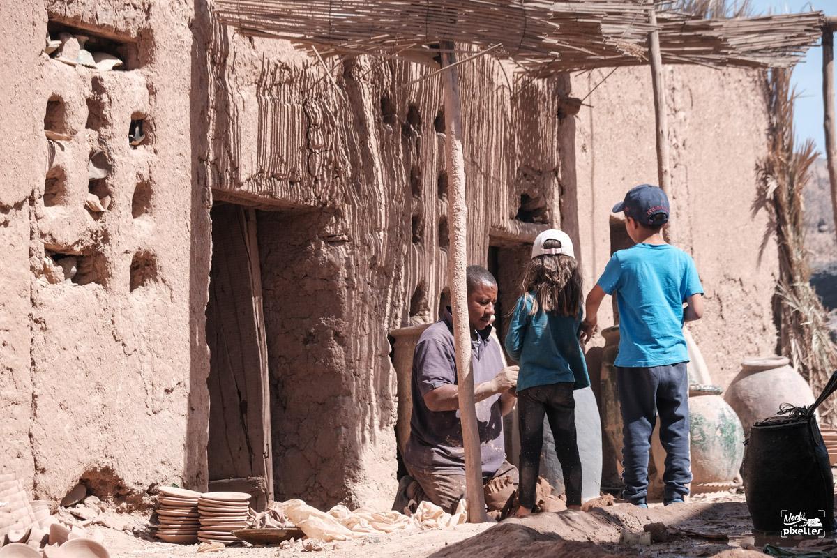 Les enfants découvrent le travail de potierLes enfants déxcouvrent le travail de potier