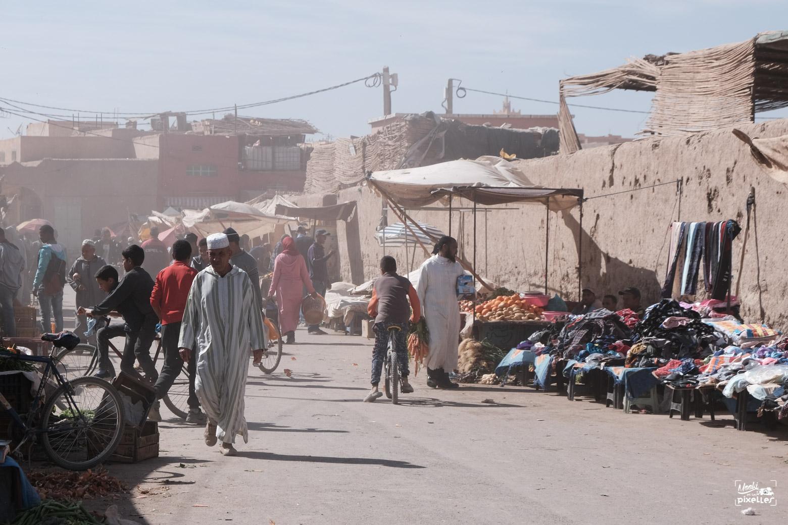 l'ambiance du souk de risani dans le sud du maroc